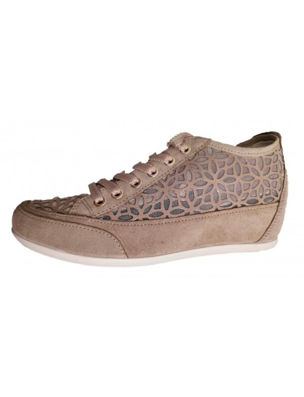 Hidden wedge shoes with lace, made in Italy by Igi&Co