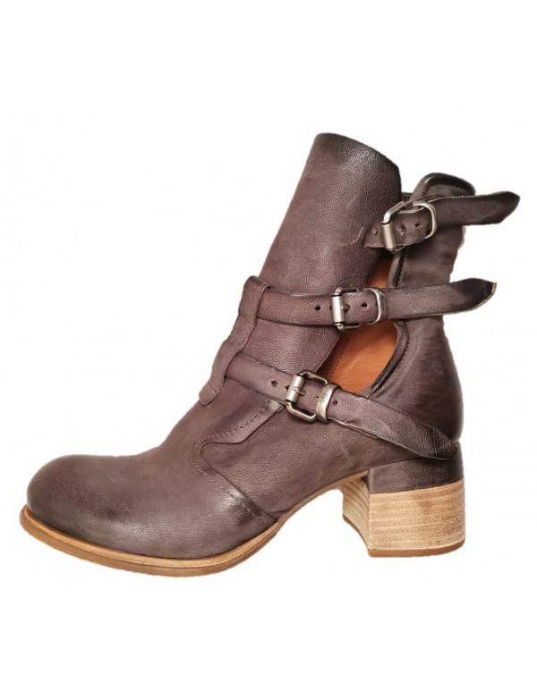 Zipped leather boots, by AS98