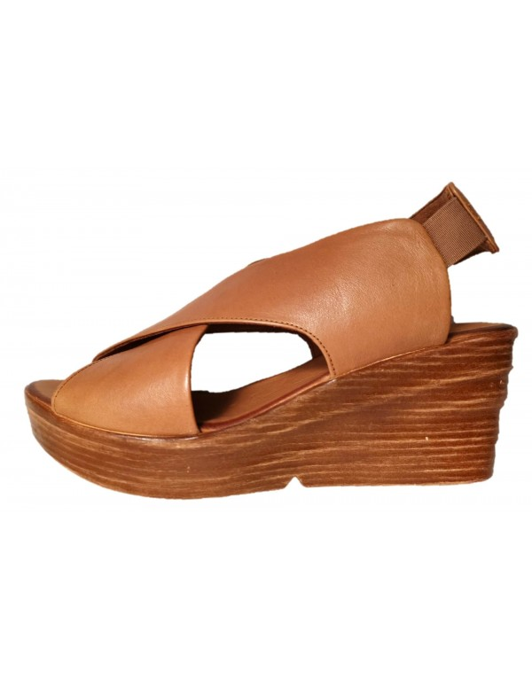 Tan wedges sandals, Bueno
