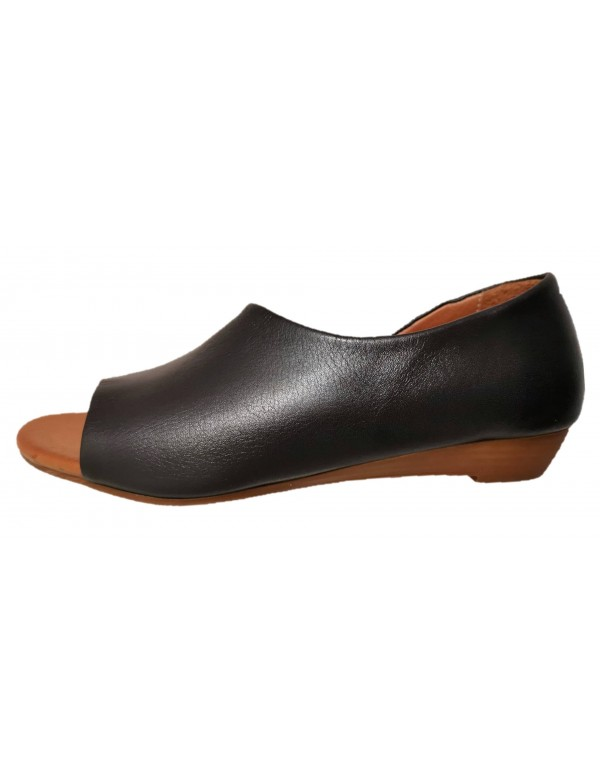 Leather wedge sandals for ladies, by Bueno