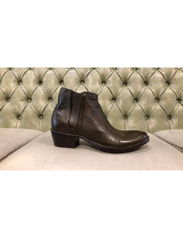 Pointed leather ankle boot, made in Italy
