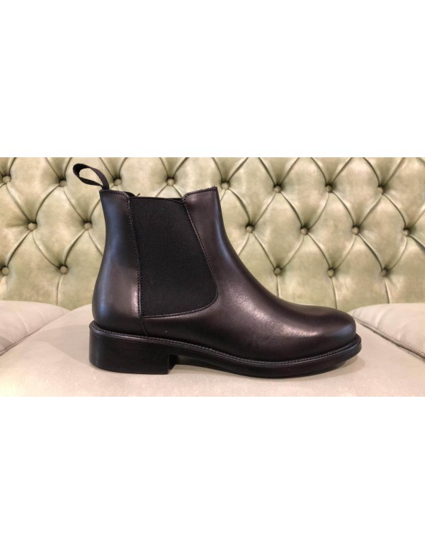 Chelsea boots made in Italy