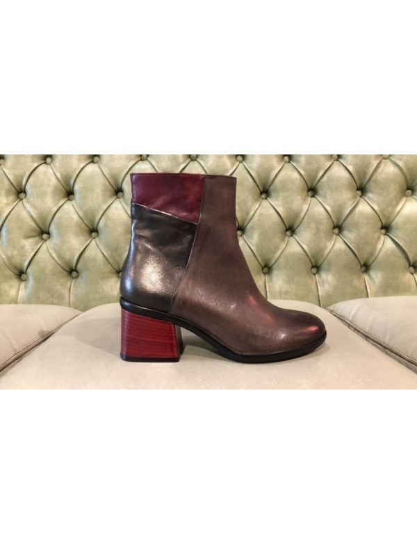 Ankle boots in genuine leather