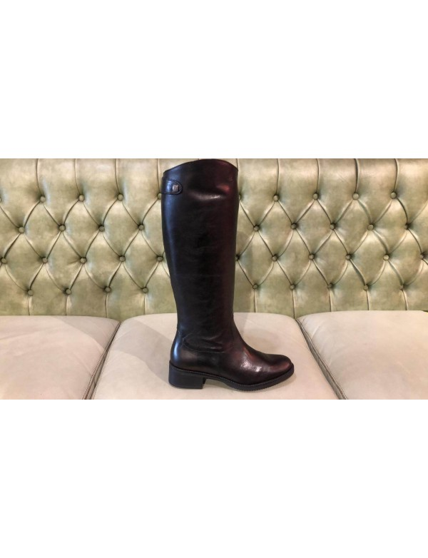 Soft leather boots with heel