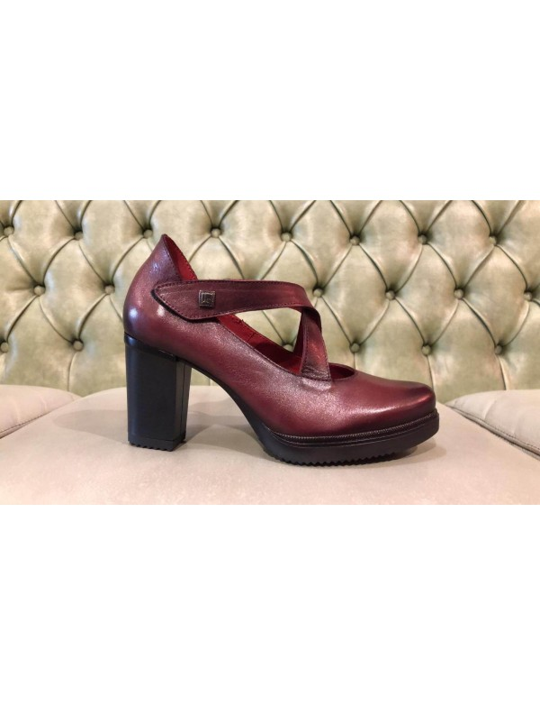 Red leather high heel heel shoes