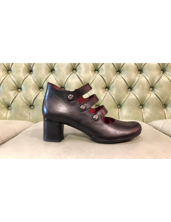 Leather pumps with mid heel