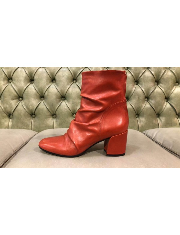 Red boots with mid heels, made in Italy