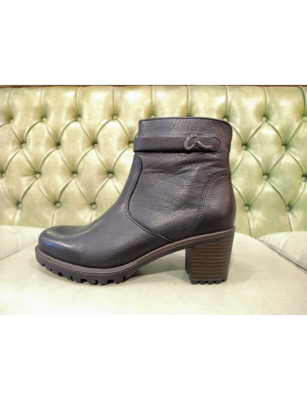 Casual ankle boots with heel