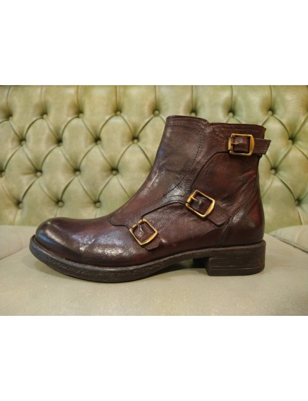 Brown boots for women, with buckles