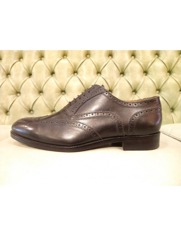 Wingtip shoes, formal style