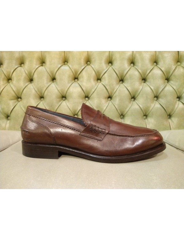 Elegant leather loafers made in Italy