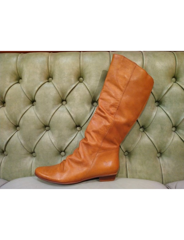 Soft leather boot for women, with pointed top. Felmini Footwear