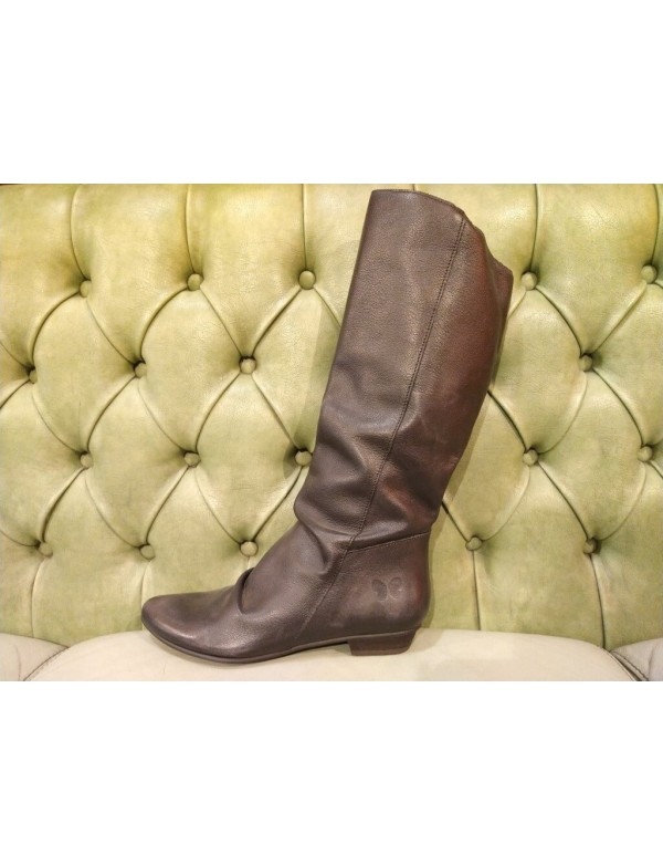 Soft leather boot with pointed top, by Felmini