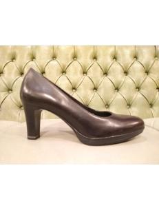 Black pumps with heel