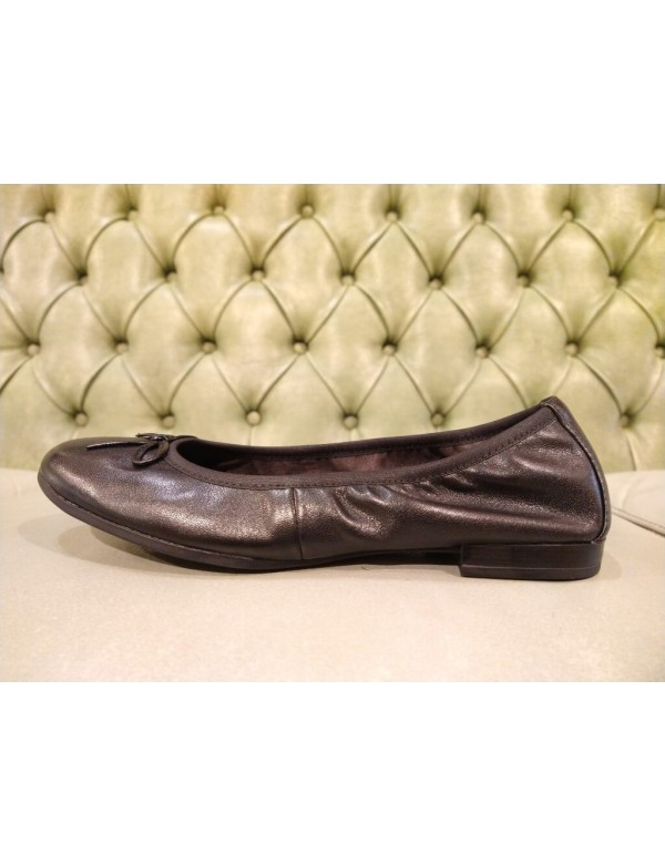 Black leather flats shoes for woman