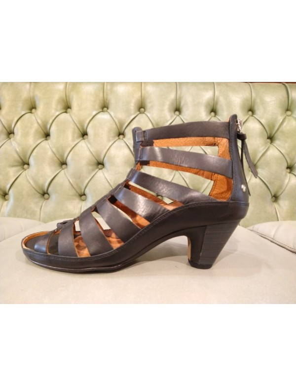 Pikolinos leather sandals for women