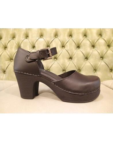 Vintage style sandls with high heel