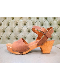 Sandali  in legno con tacco