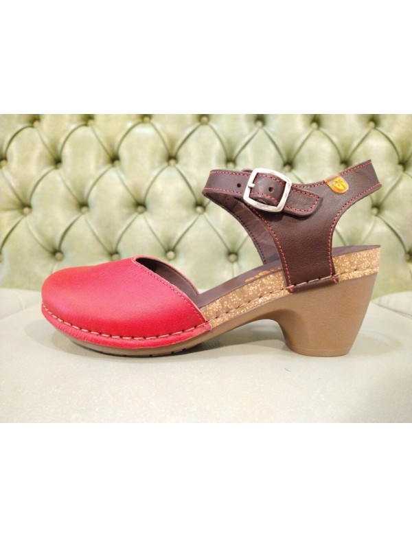 Closed toe sandals with heel, red leather