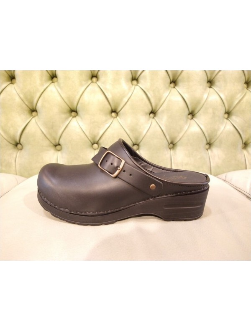 Black closed toe shoes