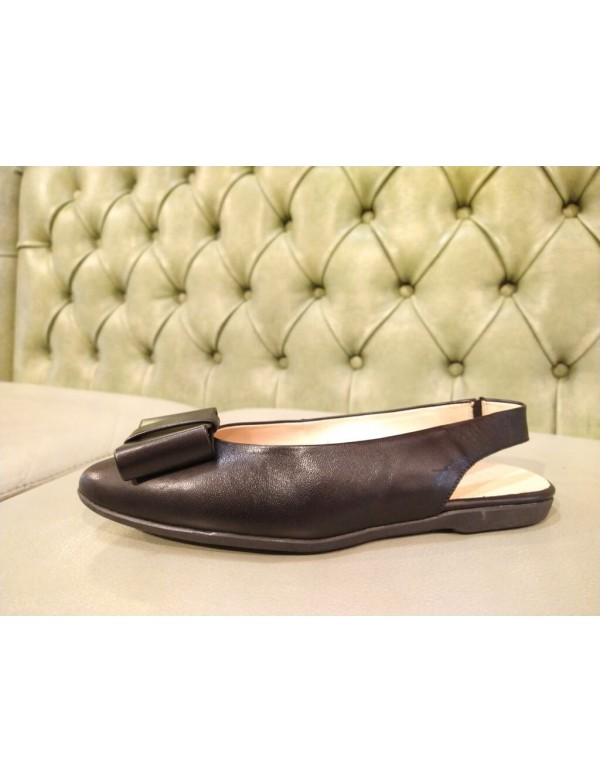 Black leather chanel flat shoes, Wonders