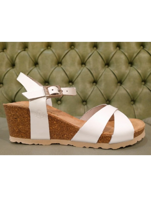 Wedge sandals in white leather