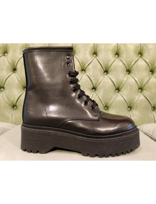 Women boots with platform, black leather