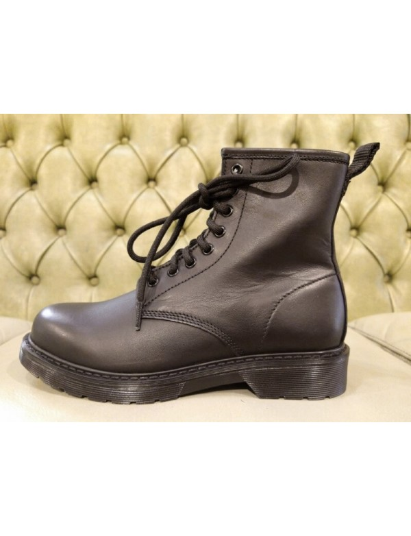 Trendy low boots for ladies. Made in Italy