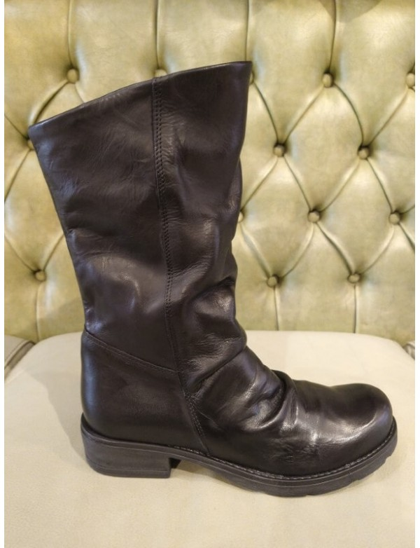 Pull on mid calf leather boots, made in Italy