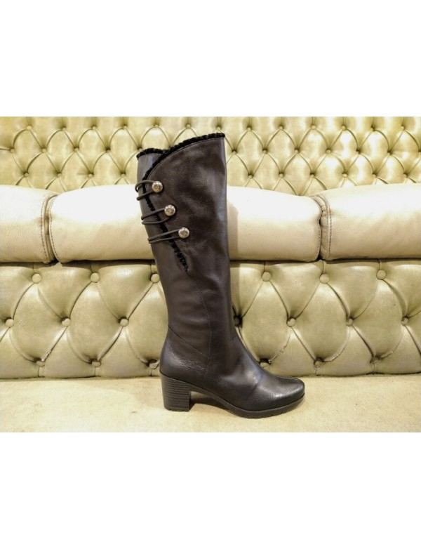 Black leather boots with mid heel