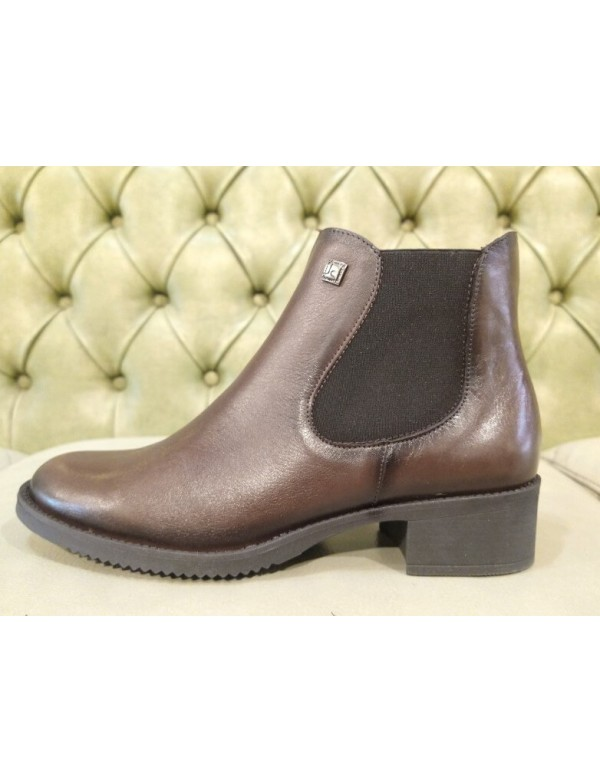 Brown leather ankle boots, Jose Saenz