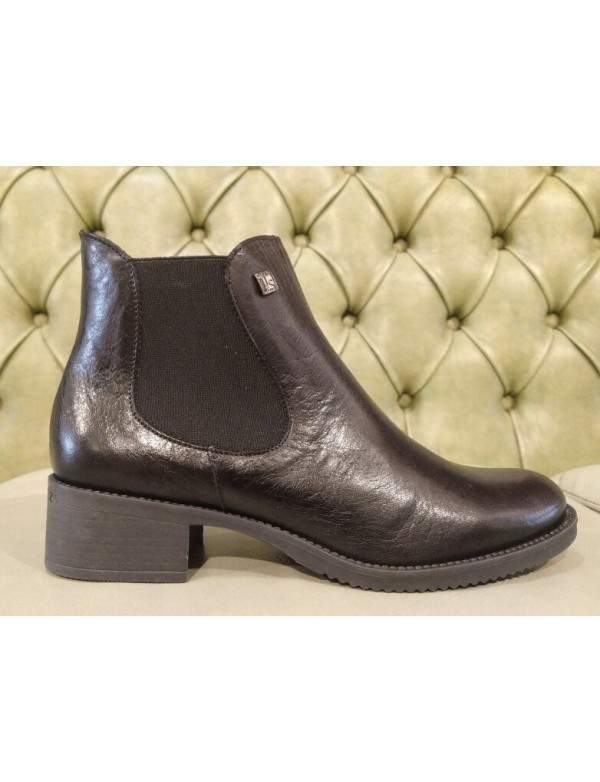 Black ankle boots with zipper, winter 2021