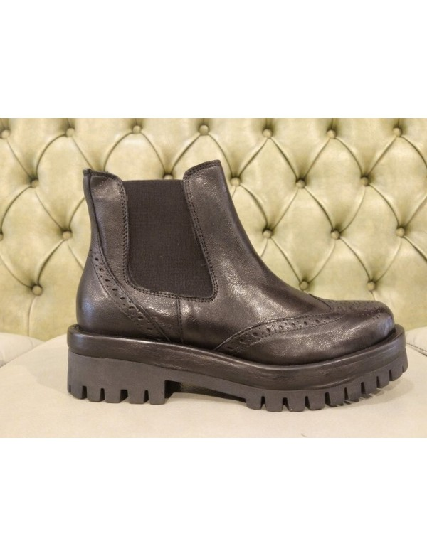 Chelsea platform boots, made in Italy
