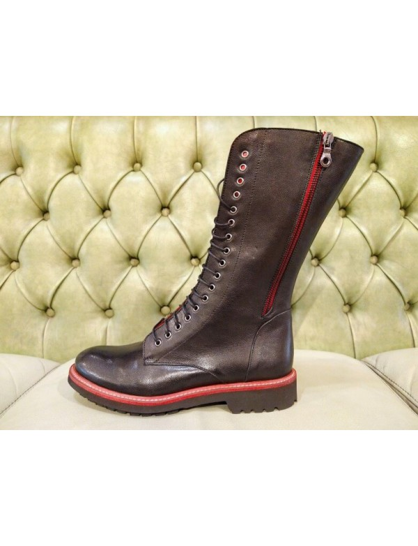 Boots with zippers and laces, made in Italy