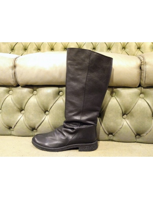 Tall black boots for ladies, by Felmini