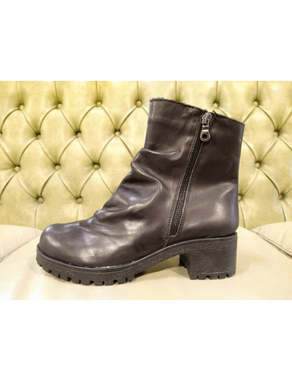 Black boots with zippers on both sides