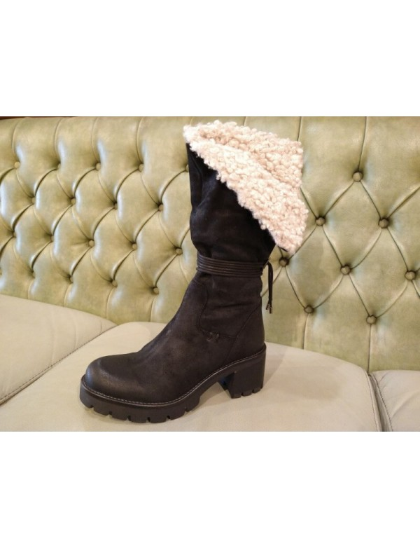 Fur boots, black leather, mid heel. Made in Italy
