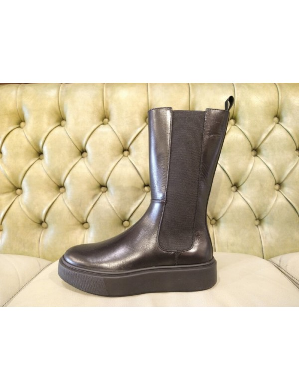Chelsea boots with no heel, made in Italy