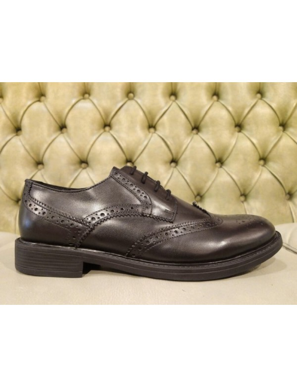 Leather wingtip shoes for men