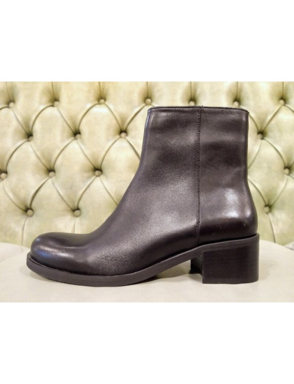 Black boots for girls. Made in Italy