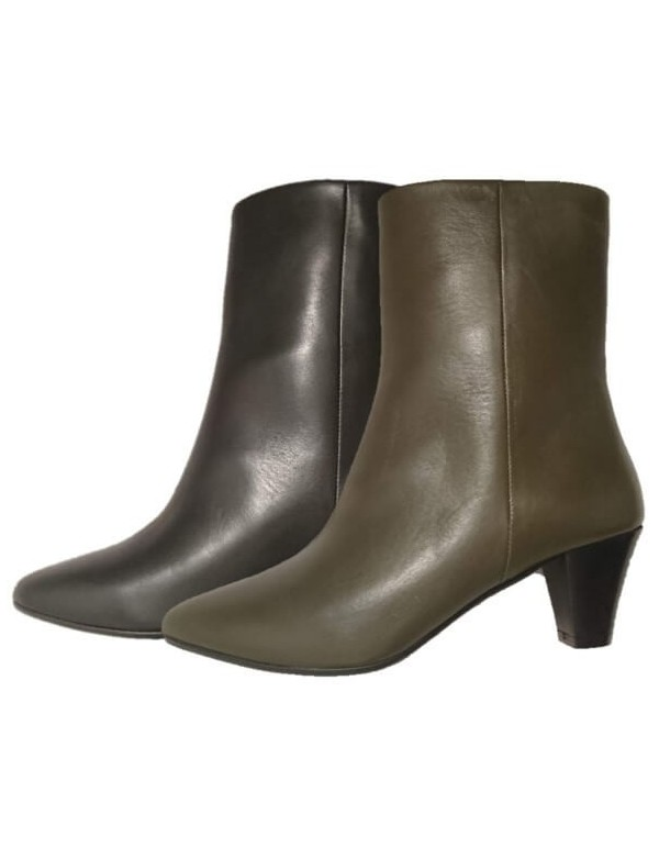 Pointed ankle boots, made in Italy