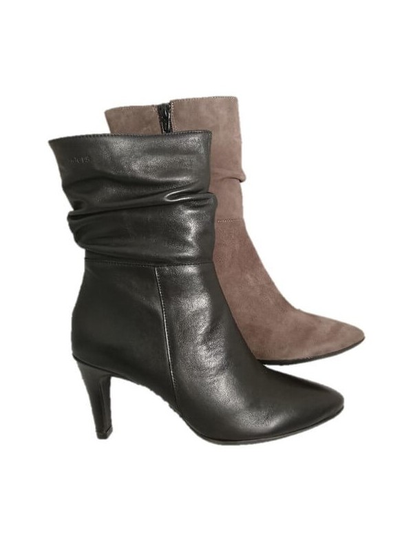 Black leather boots for women, by Wonders