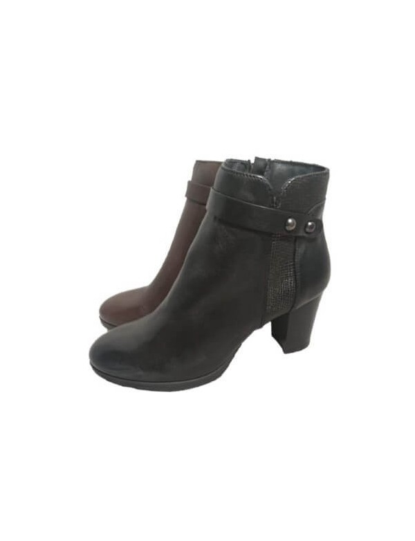 Black ankle booties, made in Italy by Igi&Co