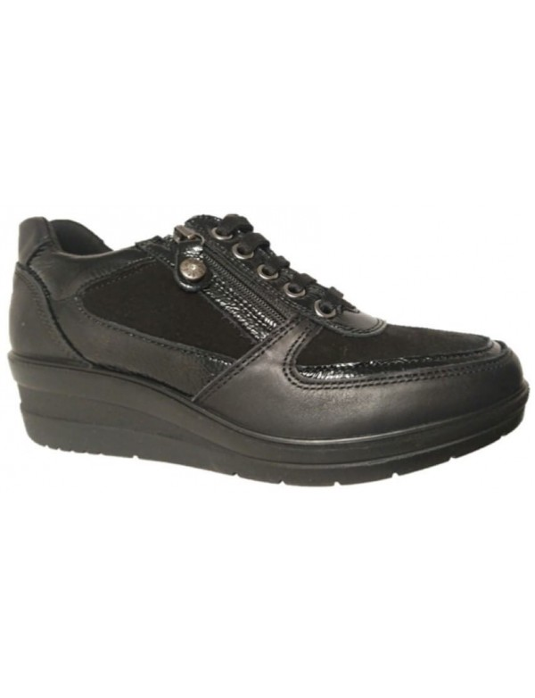Black sneaker for women, made in Italy by Enval