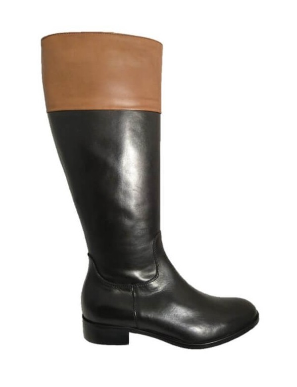 Two tone riding boots, by Dénouée