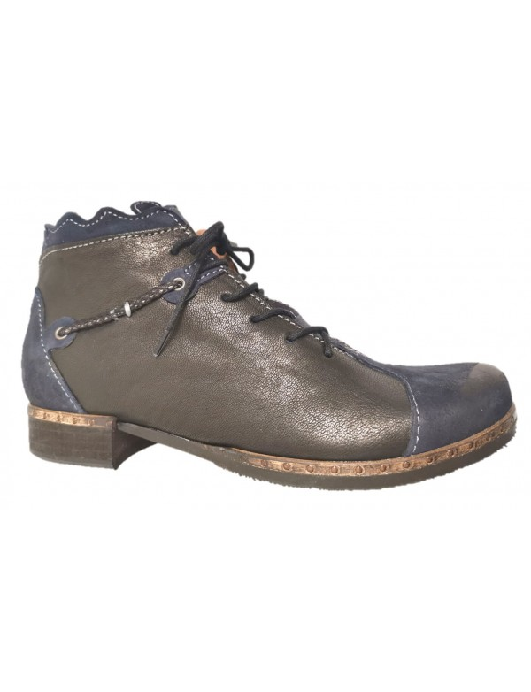 Lace up ankle boots made in Italy by Clocharme