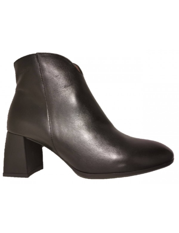 Black booties with mid heel