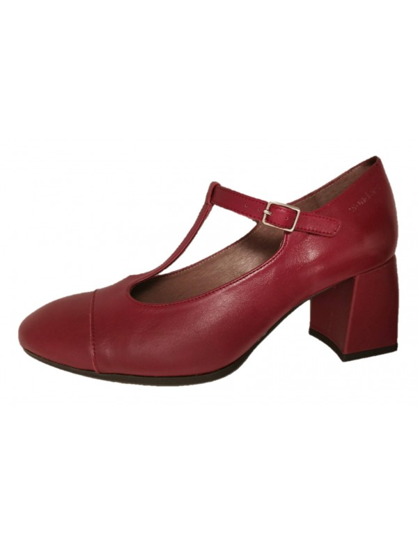 T bar pumps with heel, by Wonders.